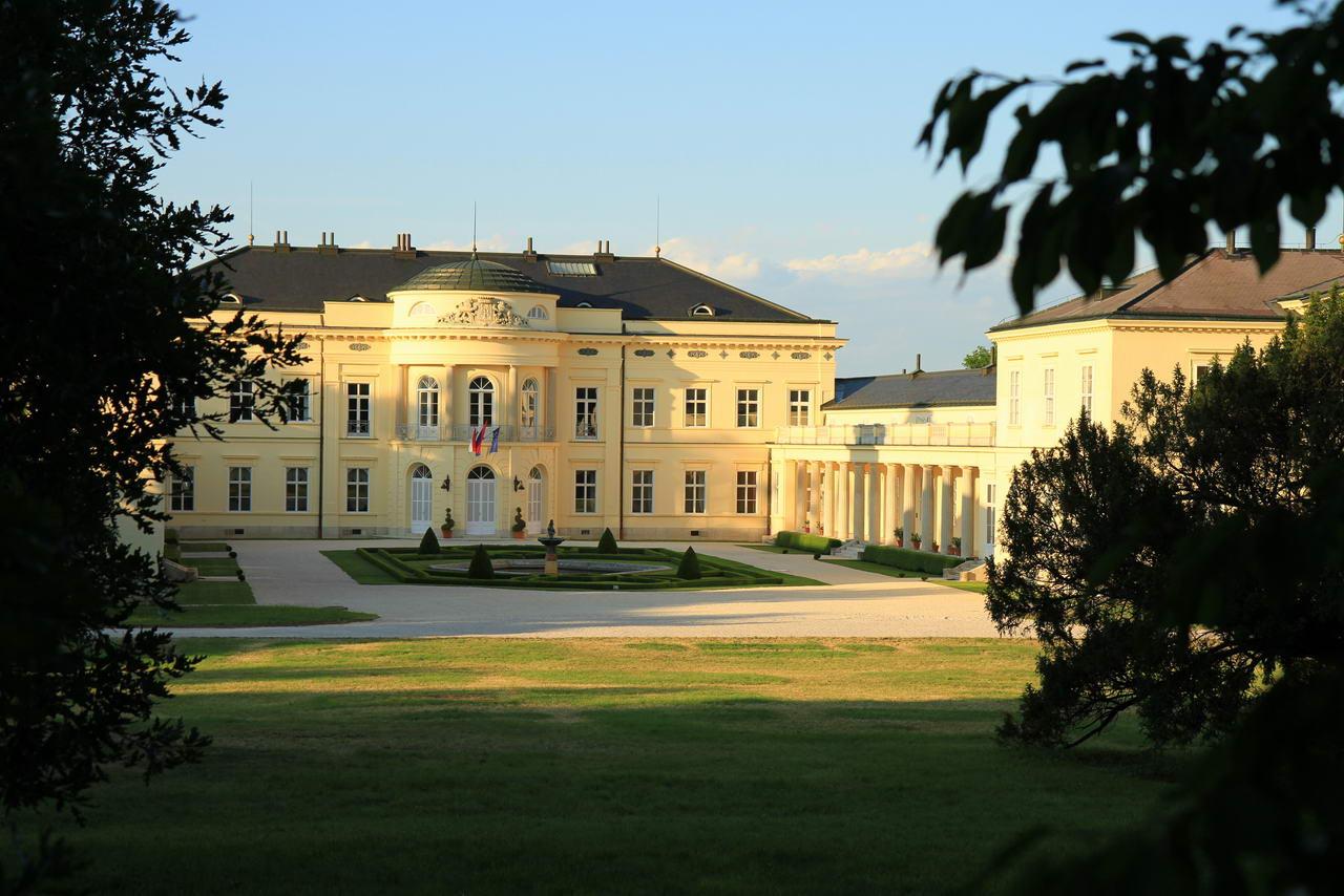 Schloss von Fehérvárcsurgó - Sehenswürdigkeit entlang des Marienweges in Ungarn