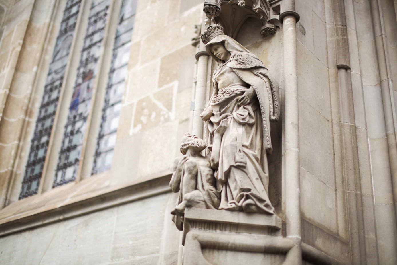 Szent Erzsébet szobra a kassai dómon