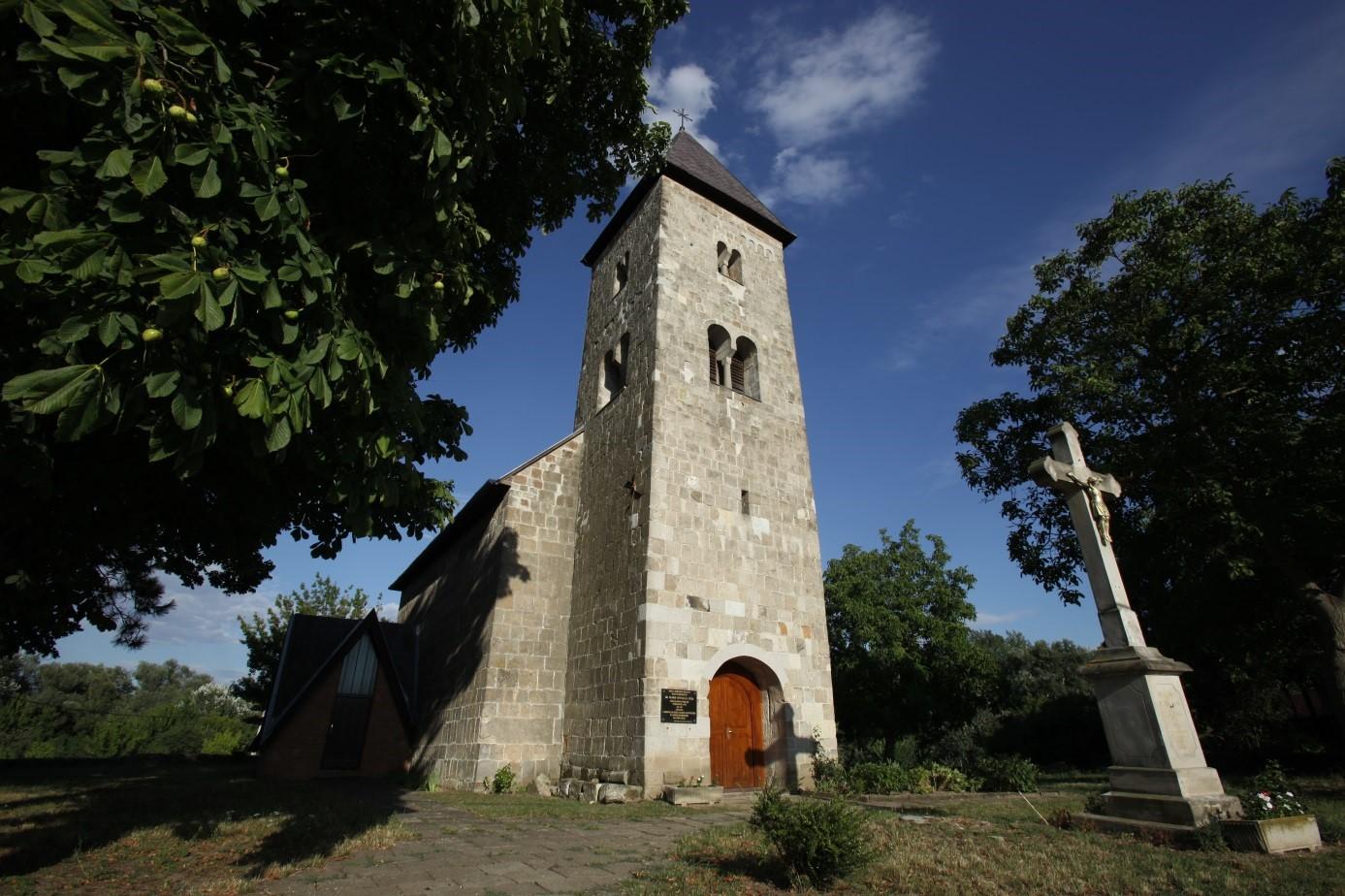 Bodrogolaszi church
