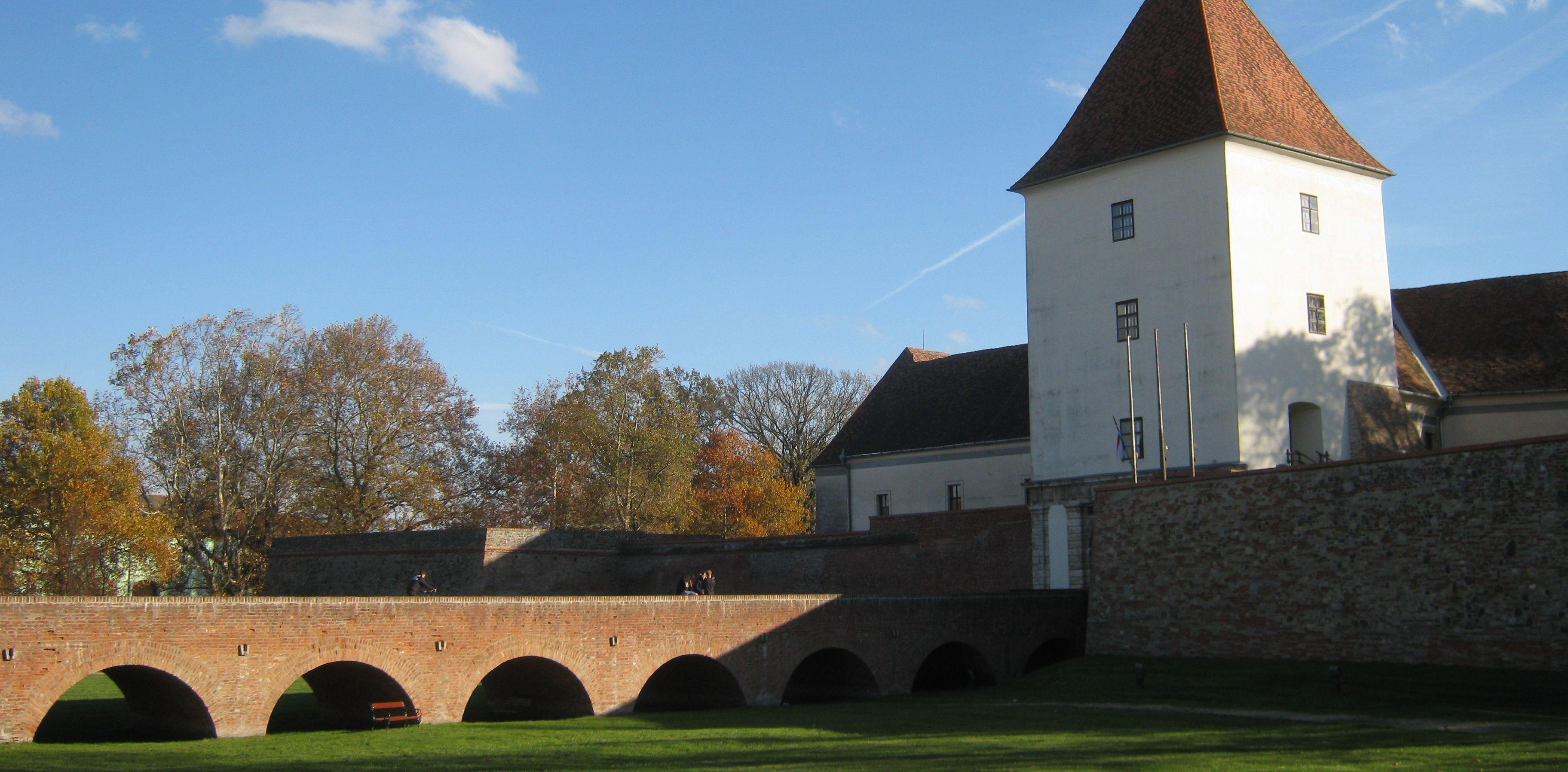 Bad und Burg Sárvár - besichtigen wir auf der Martinuswanderung mit dem Fahrrad