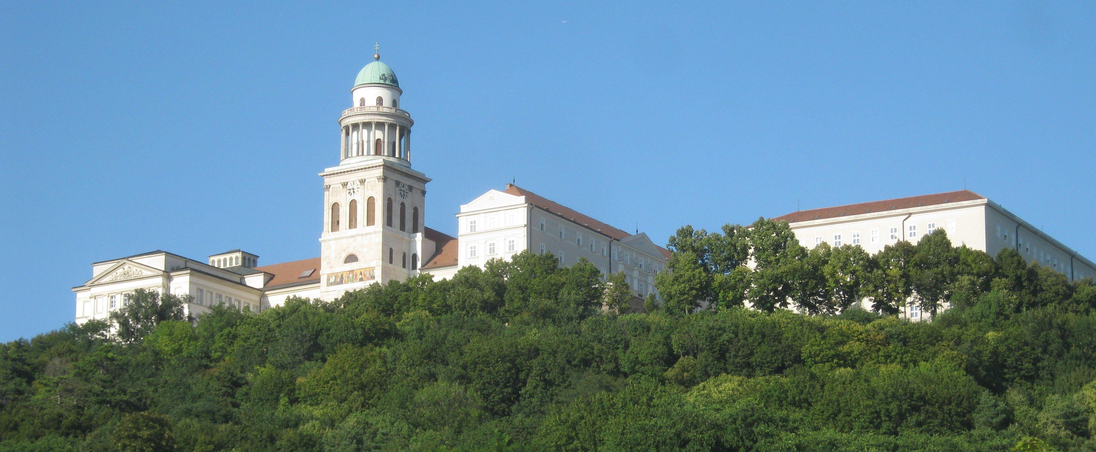 Die Erzabtei von Pannonhalma, aus dem Anlass der ungarischen Pilgerreise auf dem Hl. Martinsweg